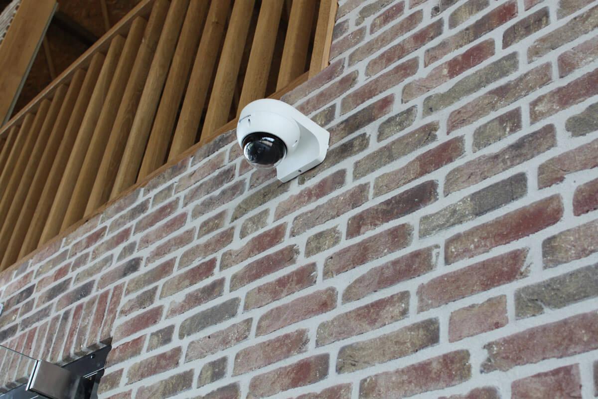 Eurohill levert, installeert en onderhoudt camerasystemen voor gebruik binnen en buiten.