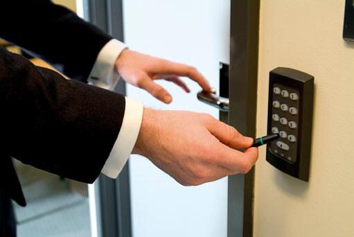 Op diverse manieren kan Eurohill geregistreerde toegang tot uw bedrijfspand realiseren voor medewerkers en bezoekers.
